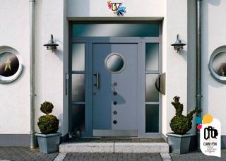 porte d'entrée grise 137, by Claire PéhO